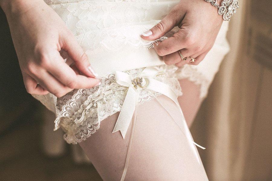 Откуда родом подвязка невесты?