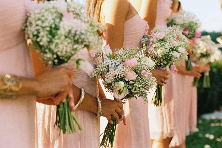 bridesmaids-wear-pink-dresses-hold-babies-breath-garden-rose-bouquets.original