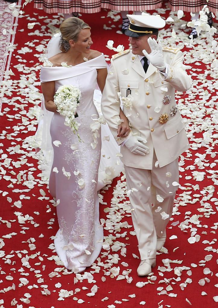 Свадебное платье в королевском стиле образ Шарлен Уиттсток
