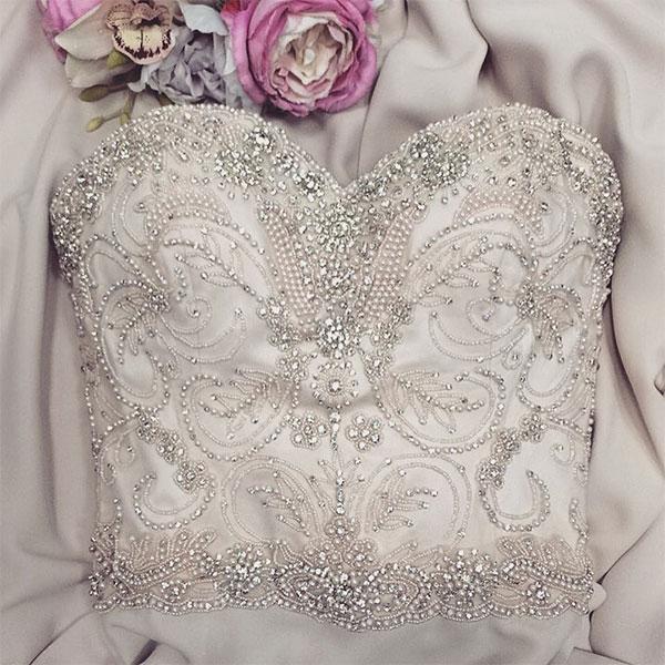 Примерка свадебных платьев на дому