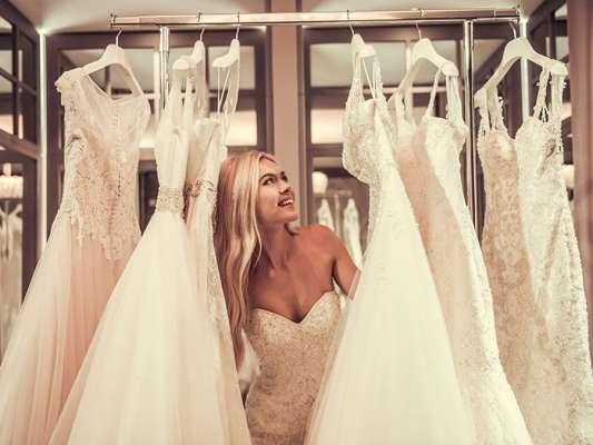 Распродажа свадебных платьев: как выбрать свой идеал и не ошибиться