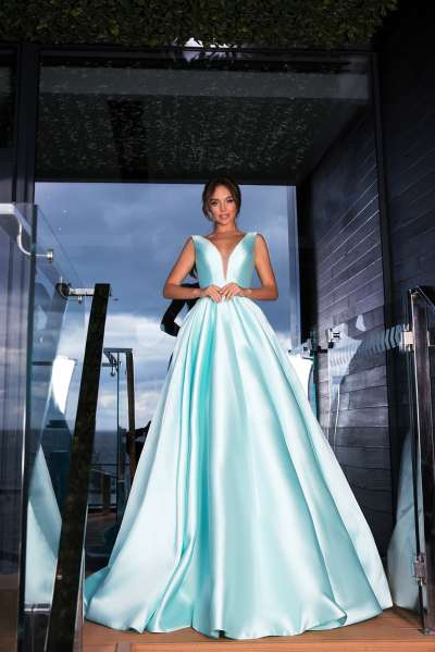 Актуальные фасоны и цветовая гамма выпускных платьев 2019 года